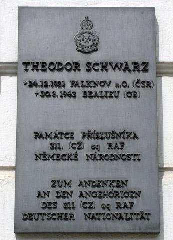 Pamětní deska věnovaná Theodoru Schwarzovi